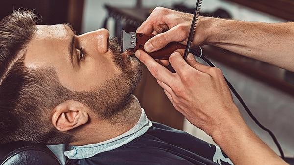 Las barberías son la última tendencia de cuidado masculino para lograr una barba perfecta (Getty Images)
