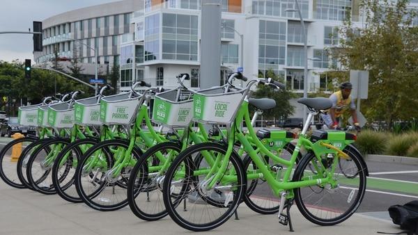 Las bicicletas compartidas tienen una alta demanda no solo por parte de los residentes sino que también resultan una excelente opción para turistas