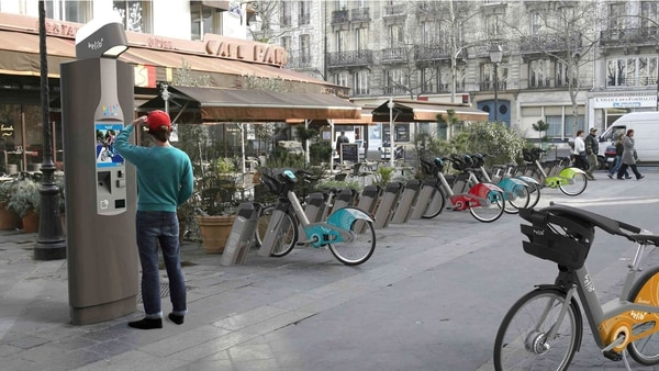 """Con algunos desafíos aún por resolver, el sistema de biciletas compartidos de Francia sigue siendo un modelo en el mundo. Vélib' opera desde hace 10 años, su nombre es un acrónimo entre """"vélo"""" (bicicleta, en francés) y """"liberté"""" (libertad)."""
