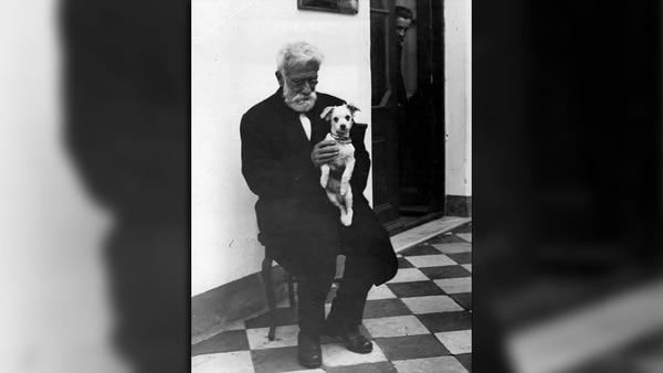 Ignacio Lucas Albarracín nació en Córdoba el 31 de julio de 1850 y murió, a los 75 años, el 29 de abril de 1926 en Lomas de Zamora. Estuvo al frente de la Sociedad Argentina Protectora de los Animales (SAPA).