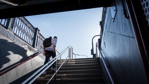 """""""Toda mi vida está en una mochila. Es mi casa"""", dice (Fotos Martín Rosenzveig)"""
