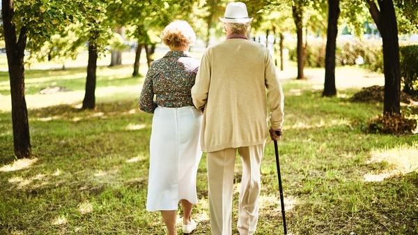 Las sociedades de este siglo XXI deberán prepararse para vidas más prolongadas y esto tiene impacto en las relaciones, en el trabajo y en los sistemas de salud. (Getty)