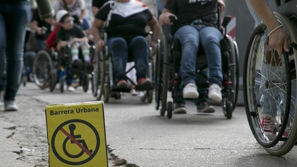 Los participantes de la maratón se enfrentaron a varias barreras arquitectónicas