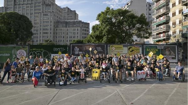 Al finalizar el recorrido, los participantes invitaron a las personas a seguir pidiendo una ciudad más accesible