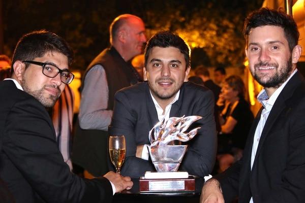 Leandro Miguez, Fabian Saieg y Leandro Lima, fundadores de Ecoinclusión, fueron galardonados por Editorial Taeda. Foto: Gabriel Palmioli.