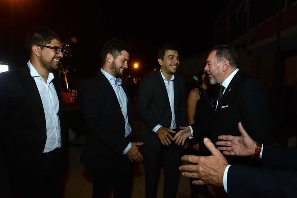 El saludo con Mario Montoto, presidente de Editorial Taeda. Foto: Fernando Calzada.
