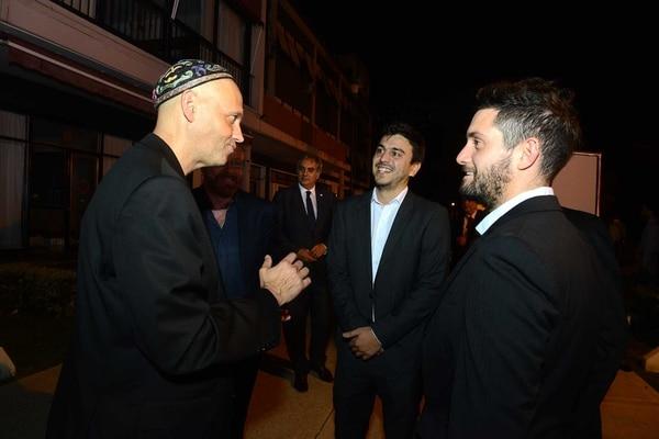 Los jóvenes dialogaron con el ministro de Ambiente y Desarrollo Sustentable de la Nación, rabino Sergio Bergman, en el aniversario de Editorial Taeda. Foto: Fernando Calzada.